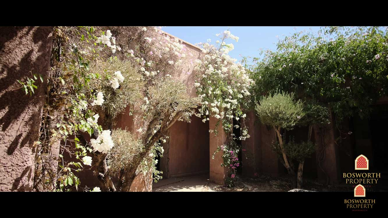 Hotel and 15 Hectares For Sale Marrakech - Bargain! - Hotel For Sale Marrakech - Land For Sale Marrakech - Marrakech Real Estate - immobilier marrakech